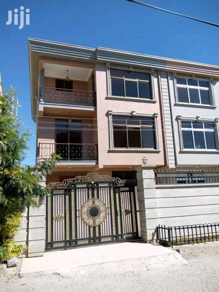 7bdrm House in ኤመራልድ, Bole for Sale