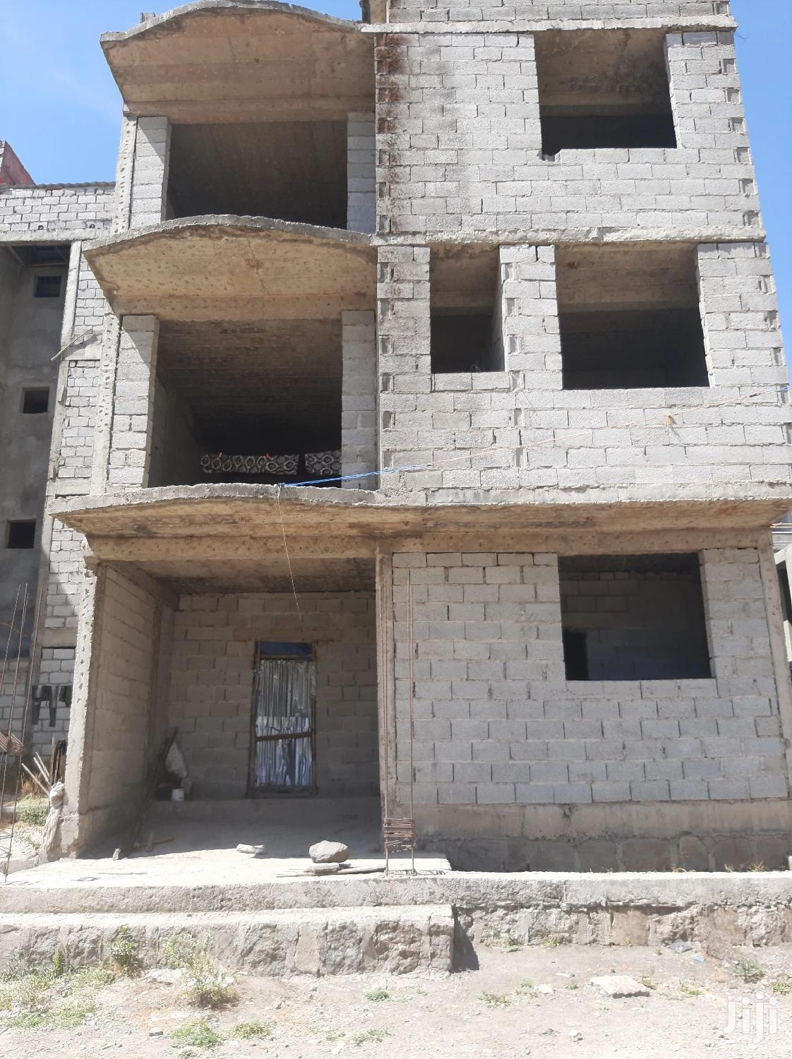 4bdrm House in ላፍቶ, Nifas Silk-Lafto for Sale