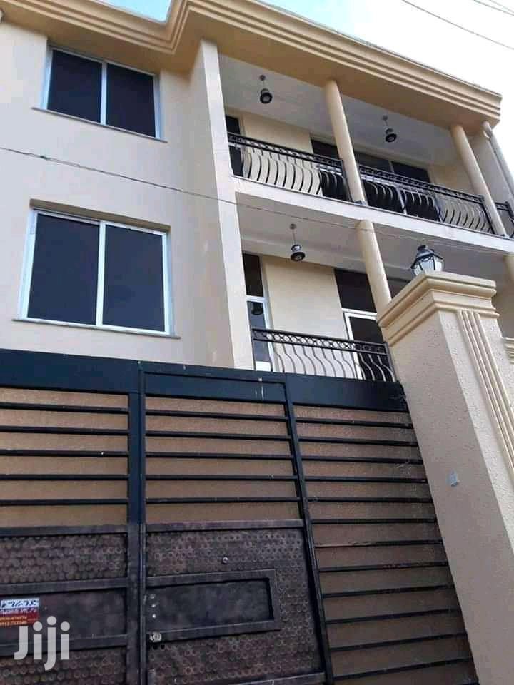 8bdrm House in ኤመራልድ, Bole for Sale