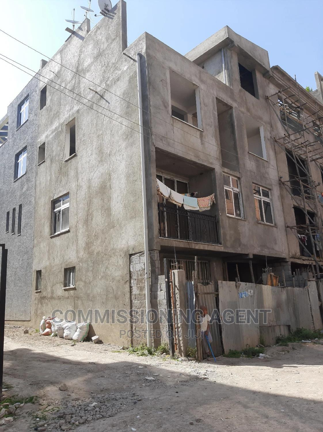 5bdrm Townhouse in ለይሌ ጋርመንት, Nifas Silk-Lafto for Sale