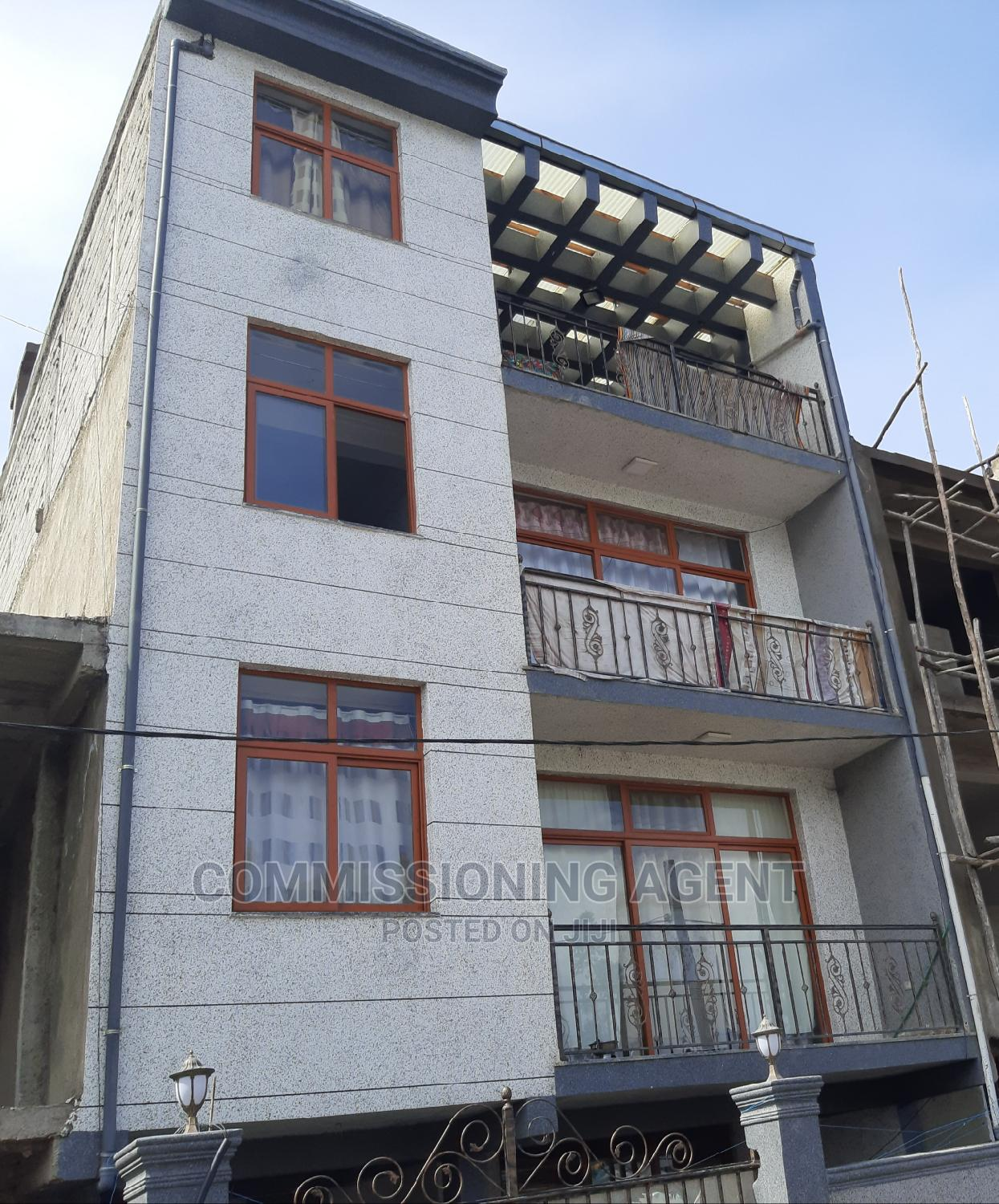 Furnished 5bdrm Townhouse in ናሆም, Nifas Silk-Lafto for Sale