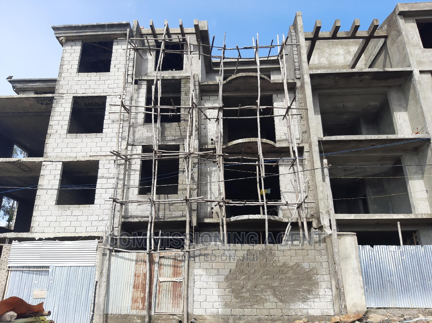 5bdrm Townhouse in ናሆም, Nifas Silk-Lafto for Sale