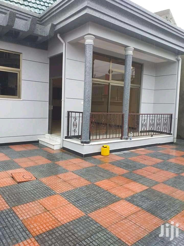 3bdrm House in አያት, Bole for Sale