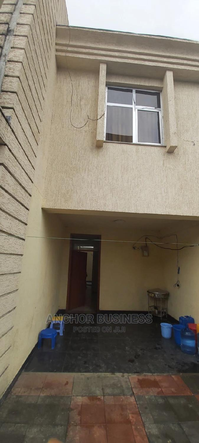 5bdrm Townhouse in Anchor, Bole for Sale
