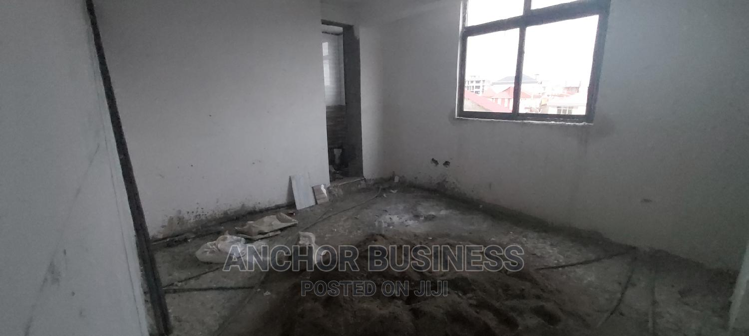 4bdrm Apartment in Anchor Bussiness, Bole for Sale