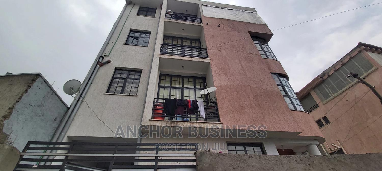 6bdrm Townhouse in Anchor, Bole for Sale