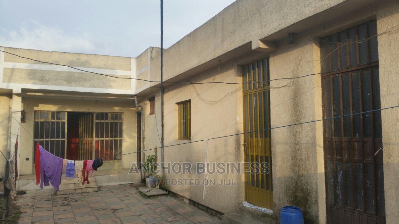 4bdrm Villa in 250 M2 Villa Anchor, Bole for Sale