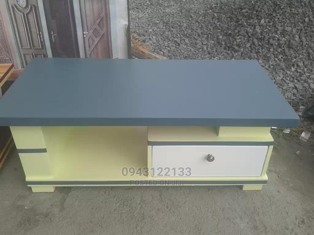 Sofa Table/የሶፋ ጠረፔዛ