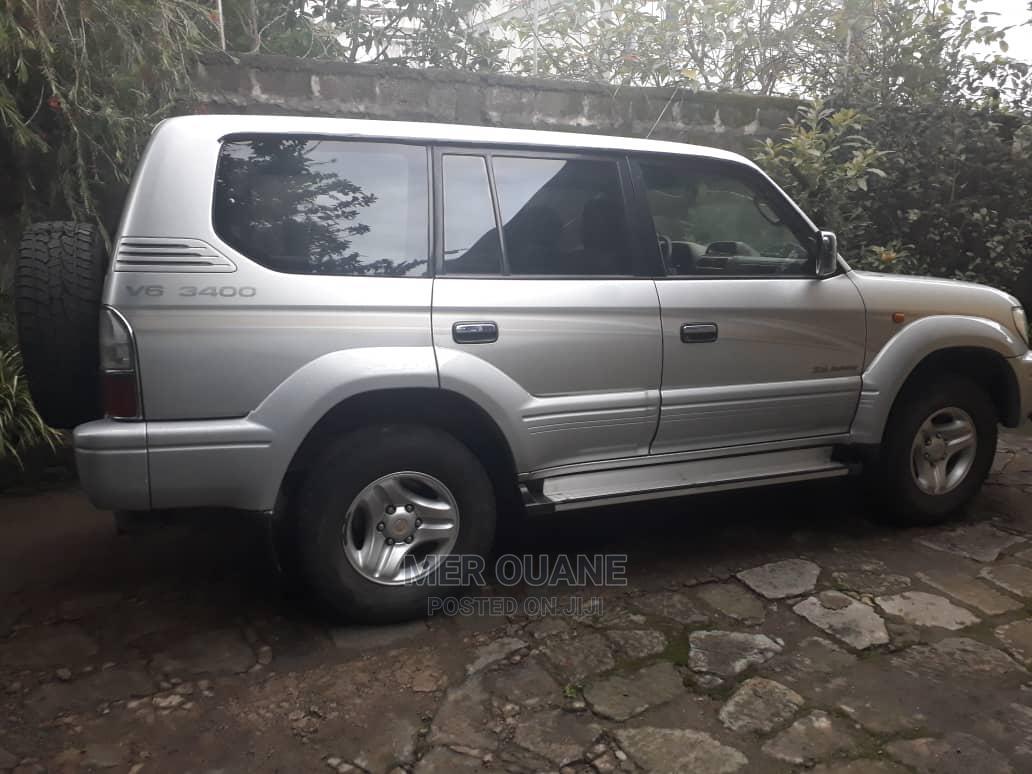 Toyota Land Cruiser Prado 2001 3.4 V6 Gray